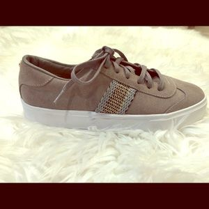 Kaanas grey lace up shoe